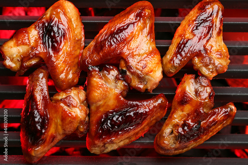 Photographie Roasted chicken wings cooking on grill