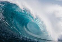 Gran Ola Azul Rompiendo Con Fuera En La Costa De Islas Canarias