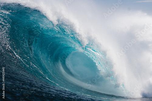 Fotografie, Obraz gran ola azul rompiendo con fuera en la costa de Islas Canarias