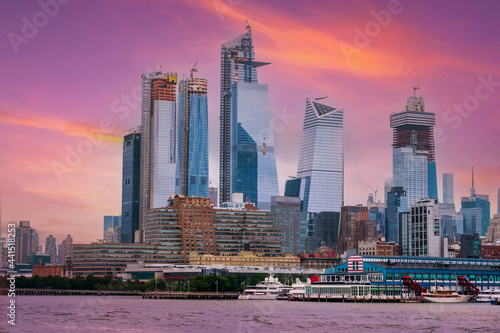 Tablou Canvas New York City Manhattan downtown skyline at dusk with skyscrapers over Hudson Ri