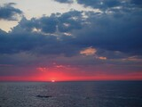 Fototapeta Fototapety z morzem do Twojej sypialni - Zachmurzone burzowe niebo nad morzem