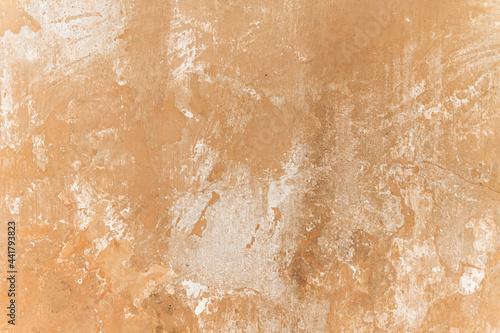 Biała zniszczona ściana, piękne tło, popękana tekstura.
