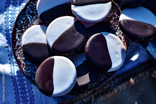 Canvas New York Style Black And White Cake Cookies On A Plate