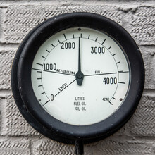 Vintage Oil Fuel Gauge 4597