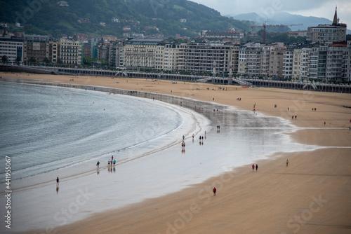 Fotografie, Obraz Vista aérea de la playa de la concha en San Sebastian un día de verano