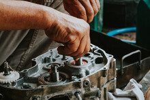 Motorcycle Engines Dismantling, Assembly, Maintenance And Engine Repair.