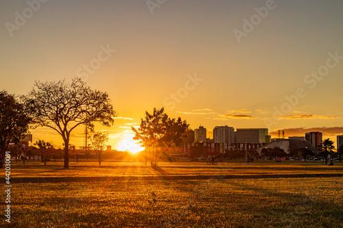 Fototapeta Pôr do sol na Esplanada dos Ministérios em Brasília.