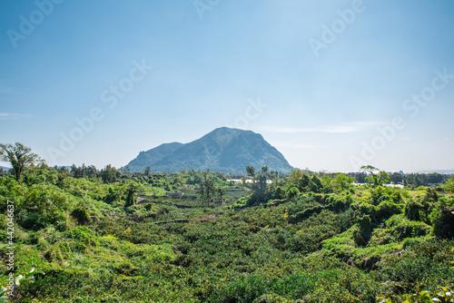 Fotografia There are numerous peaks in Jeju Island.