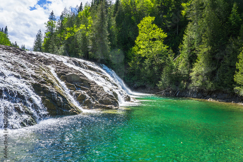 Obraz na plátně View on the beautiful emerald and transparent water of the Chute de La riviere a