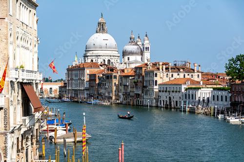 Fotografia View of the Grand Canal with close up of Santa Maria della Salute, famous Roman