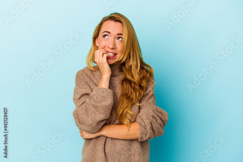 Caucasian woman isolated on blue background biting fingernails, nervous and very anxious Fototapet