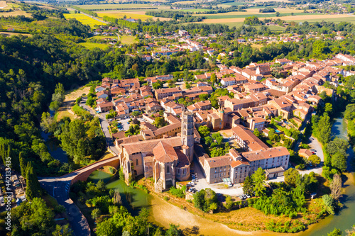 Fotografia View from drone of houses and ancient Roman Catholic Cathedral of Rieux-Volvestr