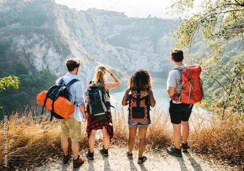 Canvas Print Backpacker friends on an adventure