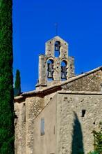 église Village De Rousset Les Vignes Drôme Provence Cyprès