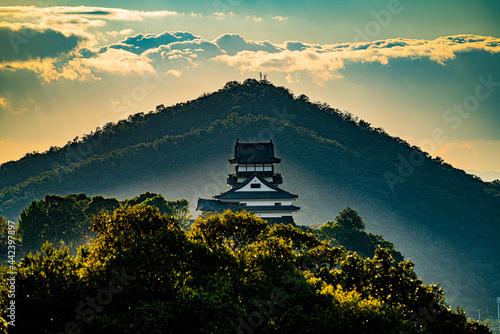 国宝犬山城 伊木山と空と雲 Fototapet