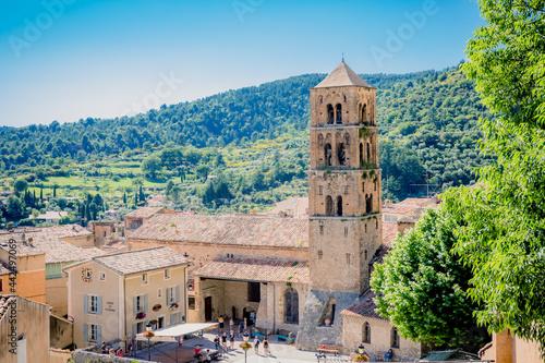 Église Notre-Dame de l'Assomption à Moustiers-Sainte-Marie Fototapet