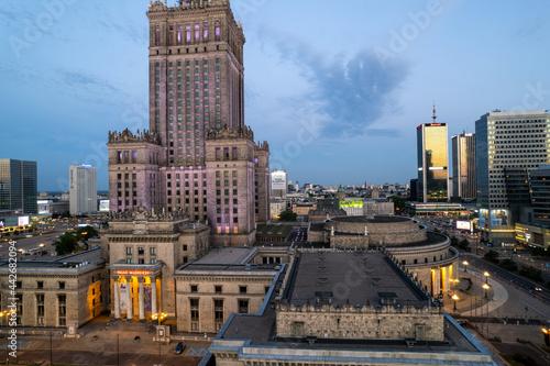 Obraz na plátne Warszawa - centrum miasta, zachód słońca, wieżowce widziane z drona