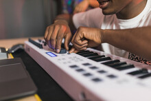 Black Friends Unrecognizable With Recording Program On Screen