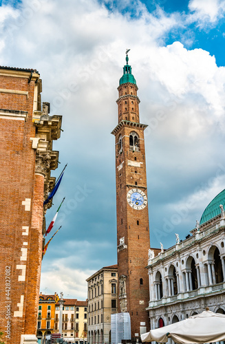 Fotomural Basilica Palladiana and Torre Bissara in Vicenza, Italy