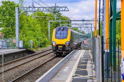 Fotografie, Obraz Electrified suburban British Rail commuter trains Barnt Green station Worcesters
