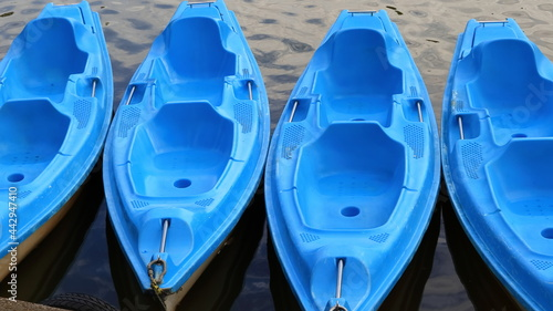 niebieskie kajaki kayak