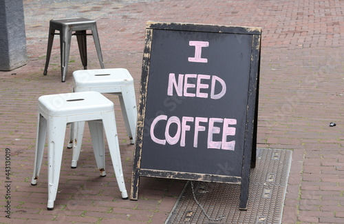 Canvastavla Amsterdam Spuistraat Street View with I Need Coffee Text on a Chalkboard