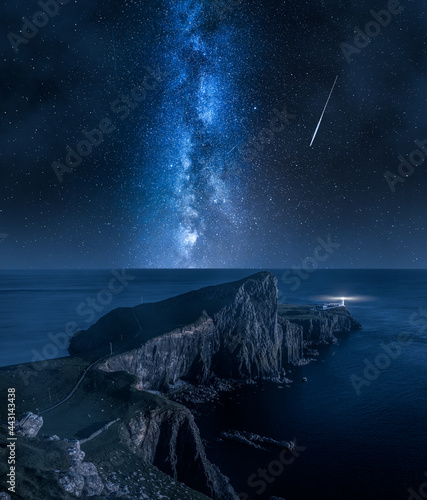Fotografia Milky way and Neist point lighthouse, Isle of Skye, Scotland