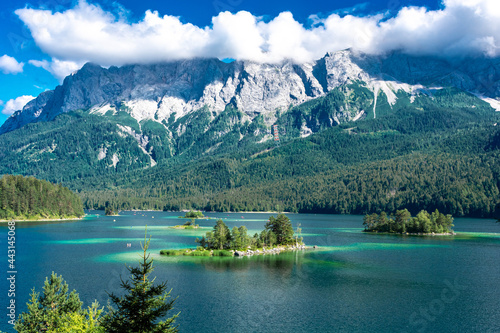 Valokuvatapetti Faboulus landscape of Eibsee Lake with turquoise water in front of Zugspitze summit under sunlight