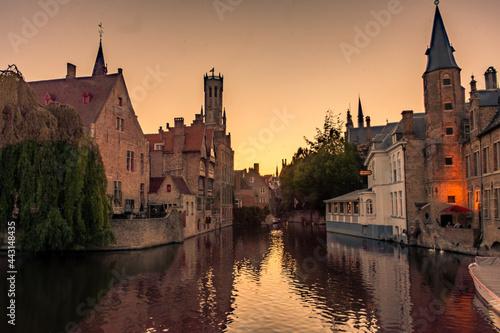 Billede på lærred Sunset over the canal of Bruges, Belgium