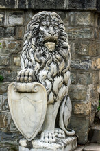 Garden Statuary - Guardian Lion With Shield
