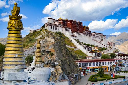 Murais de parede Potala Palace, the former winter palace of the Dalai Lamas, in Lhasa, Tibet