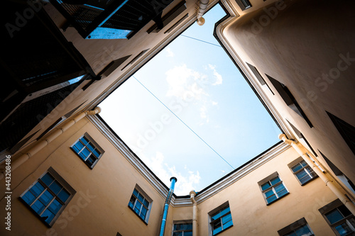 Canvas Print Inner courtyard at old city of Saint-Petersburg, Russia