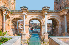 View Of Hadrian's Gate In Old City Of Antalya - Old Town (Kaleici) In The Background Konyaalti Beach And Mountains - Antalya, Turkey