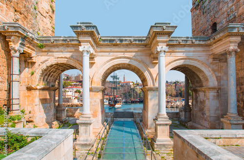 Fototapeta View of Hadrian's Gate in old city of Antalya - Old town (Kaleici) in the backgr