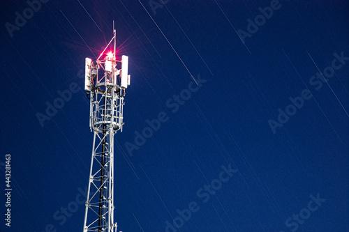 Billede på lærred telecommunication tower in the evening