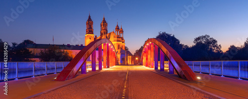 Foto Panorama of Bishop Jordan Bridge over Cybina River and Poznan Cathedral at gorgeous sunset, Poznan, Poland