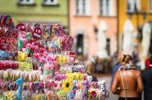 Bunte Lollies In Stadt, Süßigkeiten, Warschau In Polen