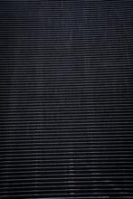 モアレ模様が盛大に出ている格子状の壁面