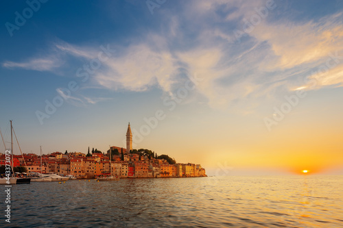 Wonderful morning view of old  Rovinj town with multicolored buildings and yachts moored along embankment, Croatia Fototapet