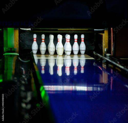 Canvas Print A game of bowling, skittles and ball. Sports game.