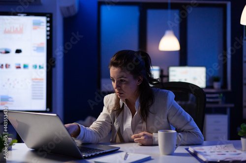 Happy freelancer receving good news on laptop working on financial network in start up company office Fototapet
