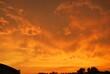 piękny zachód słońca nad miastem