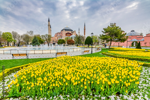 Fotografiet The Hagia Sophia view from Sultanahmet Park in Istanbul