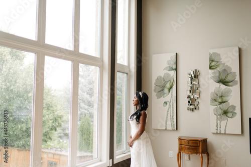 Murais de parede bride in the window