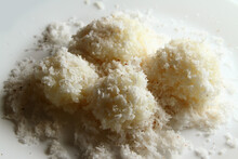 Sticky Rice With Grated Coconut Flakes