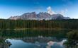 Karersee mit den Dolomiten im Tirol