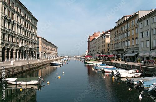 Fototapeta Miasto Trieste we wschodnich Włoszech, centrum historyczne 2007 r