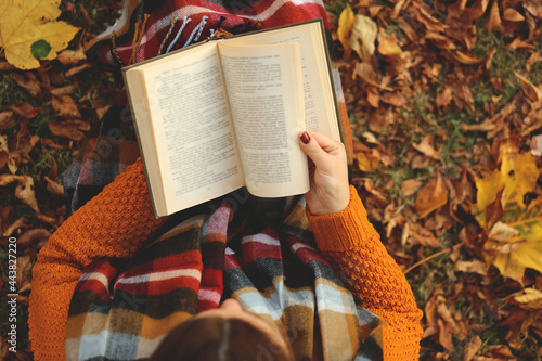 Fototapeta Reading books