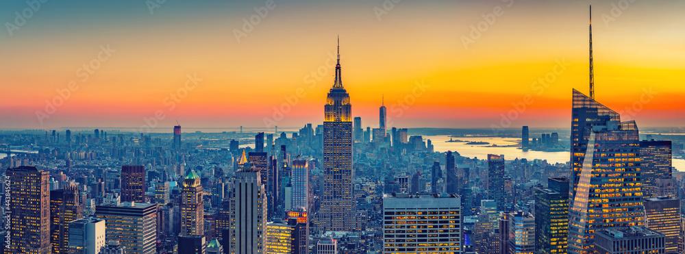 Aerial view of New York City Manhattan at sunset - obrazy, fototapety, plakaty