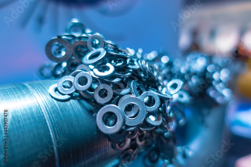 Fotografia Ferromagnet rings magnetized to the metal rack